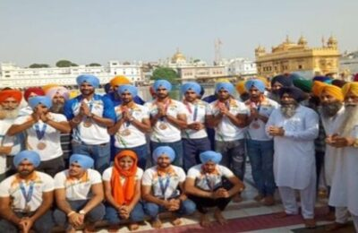 Hockey players of Punjab pay obeisance at Golden Temple, warm welcome on arrival at Sri Guru Ram Dass International Airport