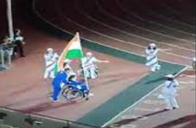Tokyo Paralympics Golden Girl Avni Lekhra catches tricolor at closing ceremony, India's record-breaking performance
