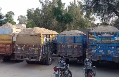 Smalsar police station in Moga district arrested 5 persons and 5 trolleys filled with sand