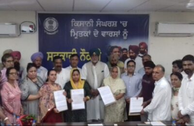 Agriculture Minister Randeep Singh Nabha handed over appointment letters to the family members of the martyred farmers during the farmers' struggle